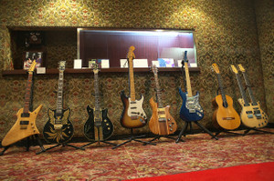 Guitar_lobby_cross